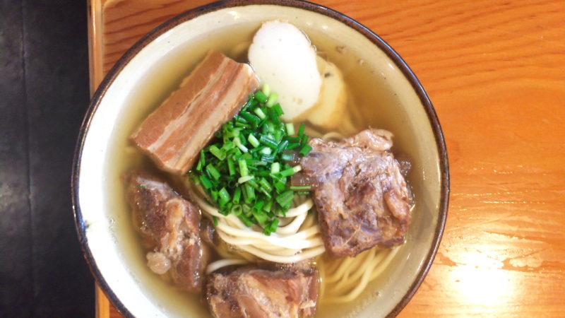 恩納村、うるま市石川、近辺、沖縄そばが美味しい、沖縄食堂2選。ボリュームたっぷり沖縄定食「まるみつ食堂」と「嘉海食堂」が旨い!