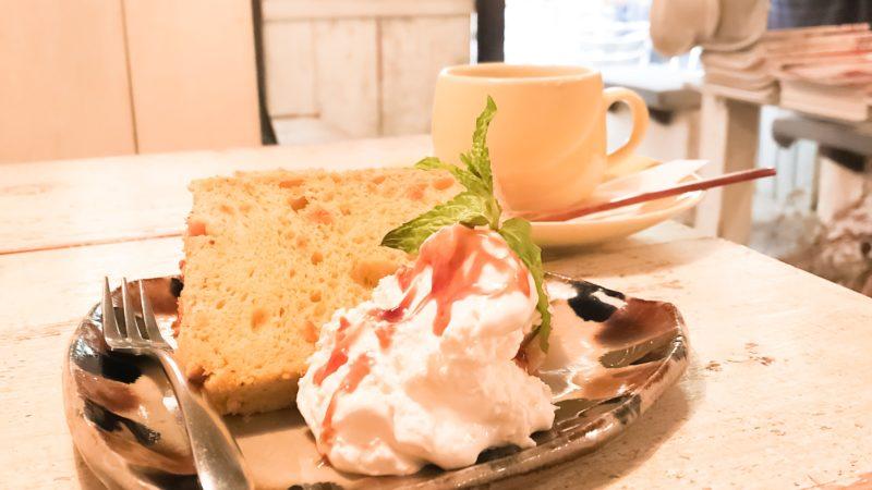 沖縄カフェの草分け的存在。那覇「シナモンカフェ」。かわいい扉とふわふわシフォンケーキ!